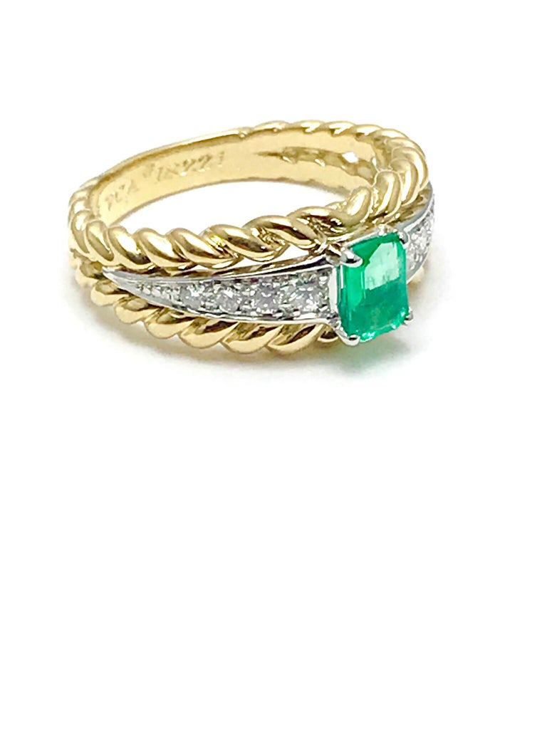 Modern Van Cleef & Arpels Emerald and Diamond Platinum and Yellow Gold Ring For Sale