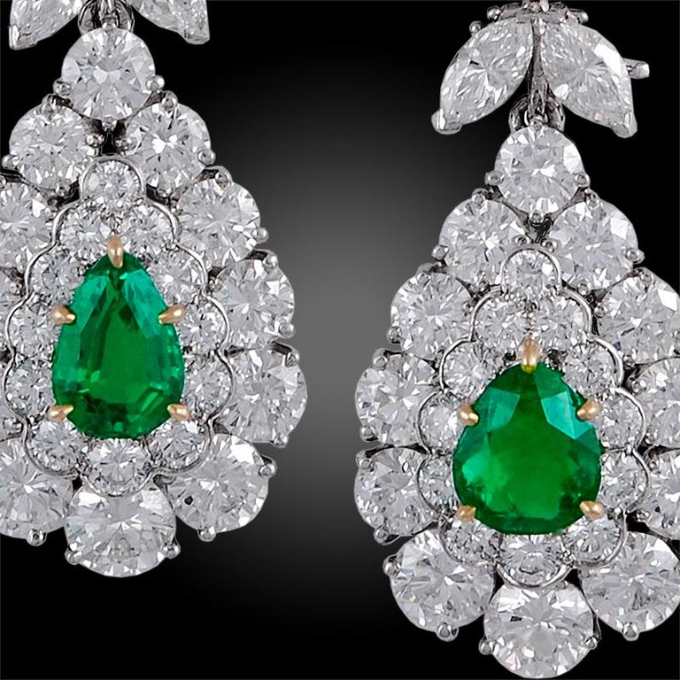Van Cleef & Arpels Emerald and Diamond Earrings In Good Condition For Sale In New York, NY