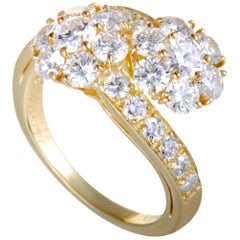 Van Cleef & Arpels Fleurette 2.50 Carat Diamond Flower Bypass 18 Karat Gold Ring
