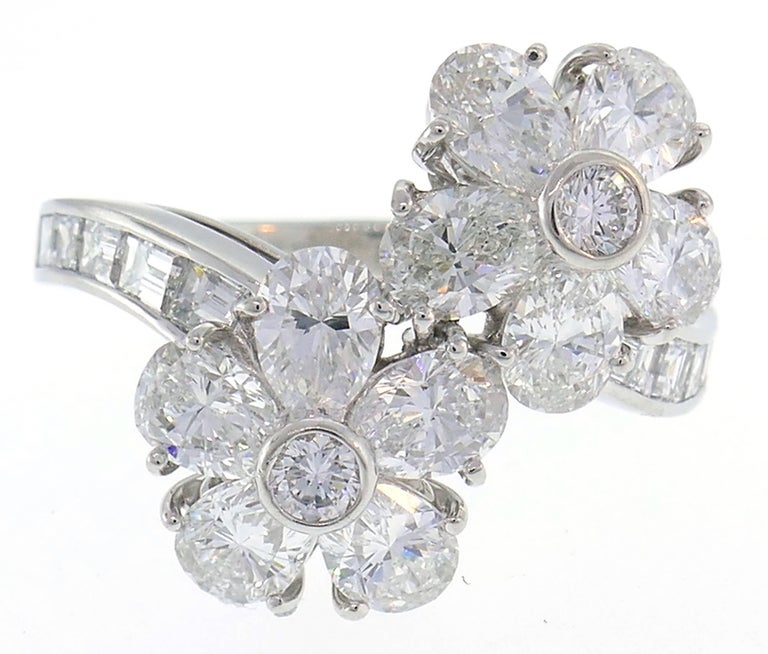 Women's Van Cleef & Arpels Fleurette Diamond Platinum Ring VCA For Sale