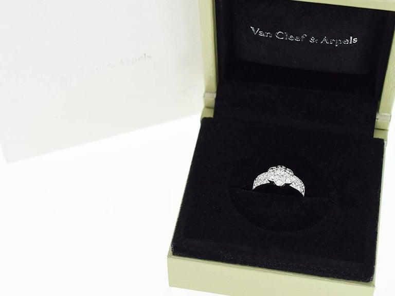 Van Cleef & Arpels Diamond 18 Karat White Gold Fleurette Madre Ring US 4.5 For Sale 5