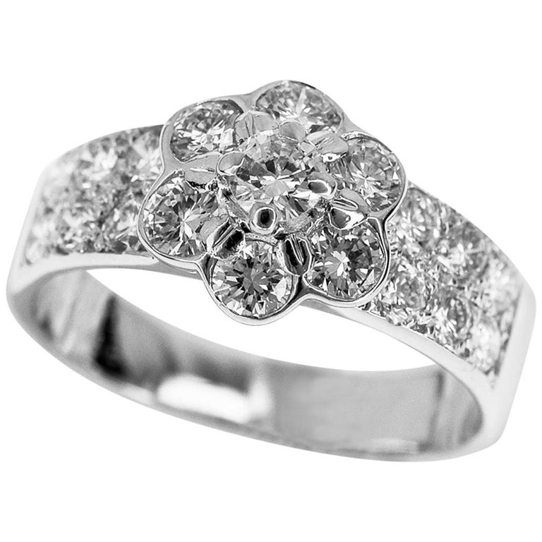Van Cleef & Arpels Diamond 18 Karat White Gold Fleurette Madre Ring US 4.5 For Sale