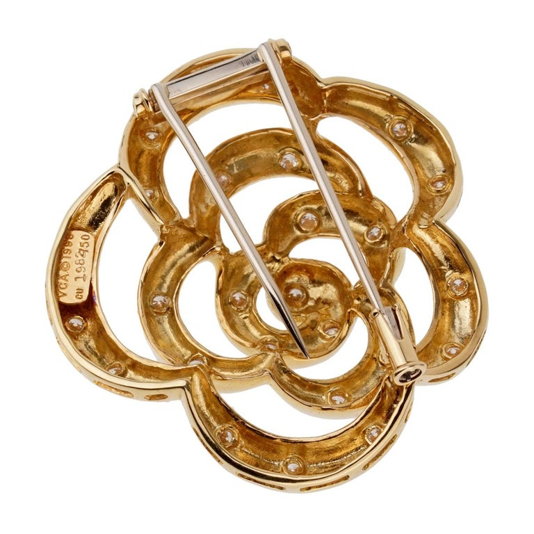 Van Cleef & Arpels Flower Diamond Gold Brooch In Excellent Condition For Sale In Feasterville, PA