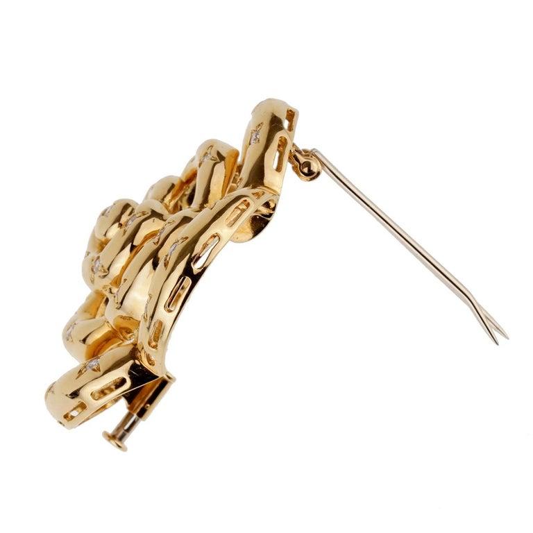 Van Cleef & Arpels Flower Diamond Gold Brooch For Sale 1