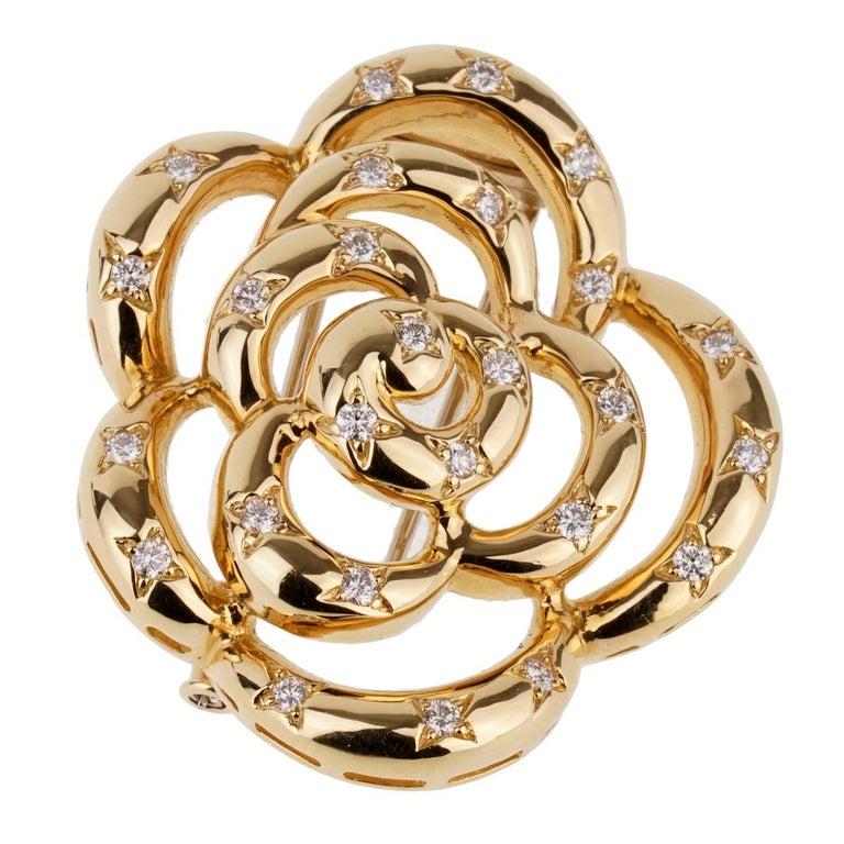 Van Cleef & Arpels Flower Diamond Gold Brooch For Sale