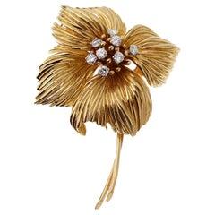 Van Cleef & Arpels Flower Diamond Gold Brooch