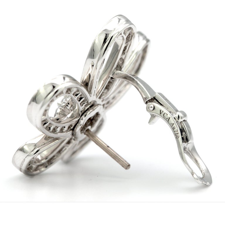 Van Cleef & Arpels Frivole Earrings with White Diamonds and 18 Karat White Gold In New Condition For Sale In New York, NY