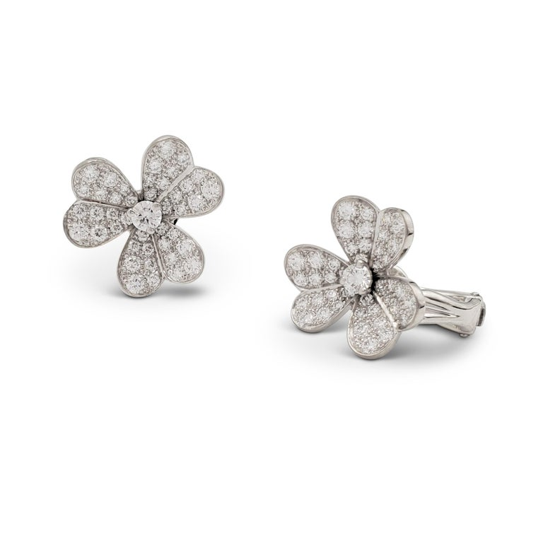 Round Cut Van Cleef & Arpels 'Frivole' White Gold and Diamond Earrings, Small Model For Sale