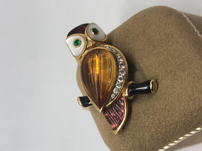 Women's or Men's Van Cleef & Arpels Gemstone Diamond Yellow Gold Owl Pin Brooch For Sale