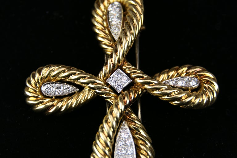 Round Cut Van Cleef & Arpels Gold and Diamond Cross For Sale