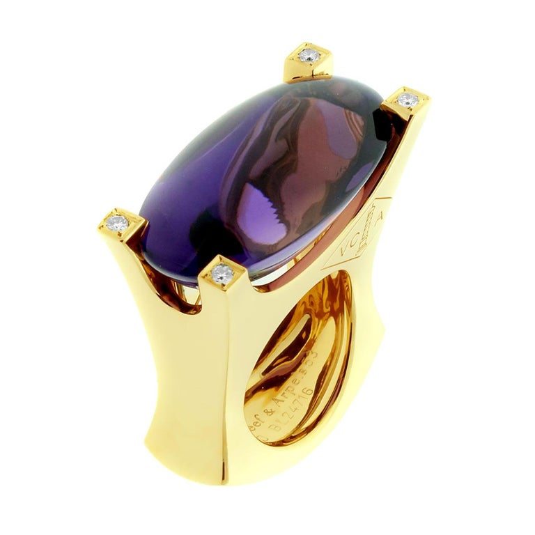 Van Cleef & Arpels Gold Diamond and Amethyst Ring In Excellent Condition For Sale In Feasterville, PA