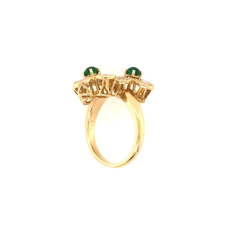 Round Cut Van Cleef & Arpels Gold, Diamond and Emerald Trefle Flower Ring For Sale