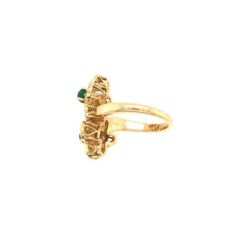 Van Cleef & Arpels Gold, Diamond and Emerald Trefle Flower Ring In Excellent Condition For Sale In New York, NY