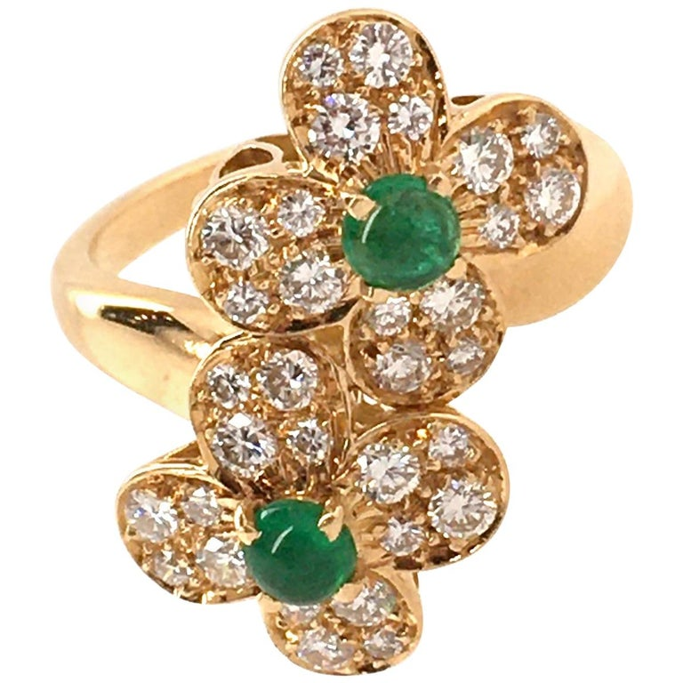 Van Cleef & Arpels Gold, Diamond and Emerald Trefle Flower Ring For Sale