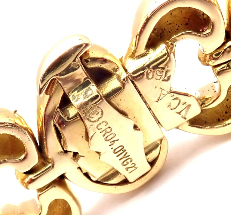 Women's or Men's Van Cleef & Arpels Heart Link Choker Yellow Gold Necklace For Sale
