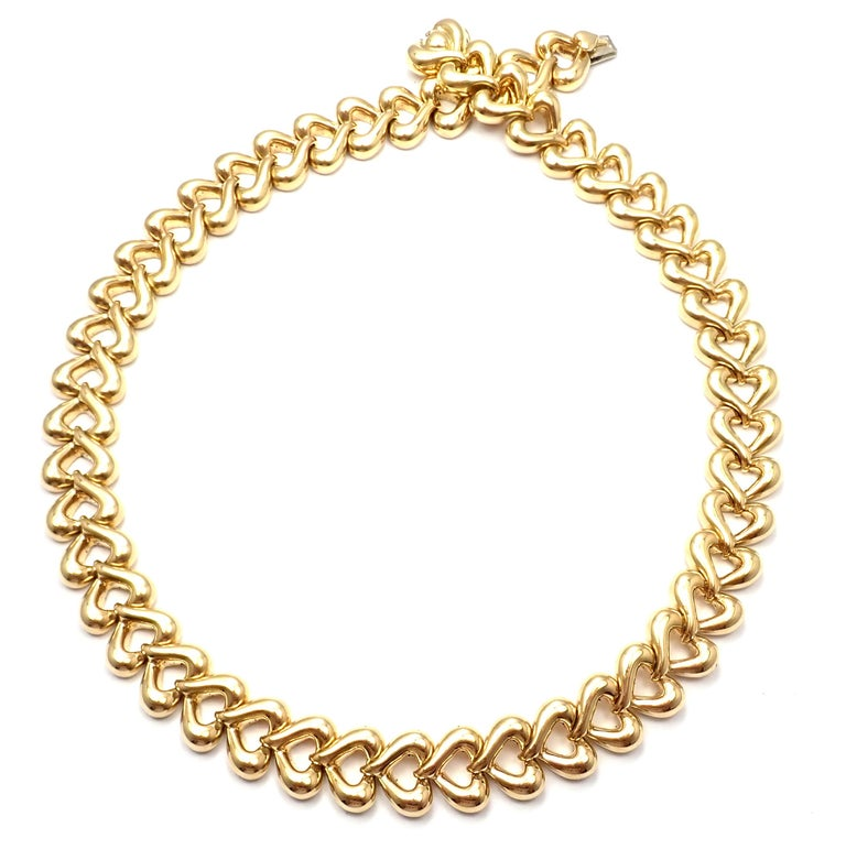 Van Cleef & Arpels Heart Link Choker Yellow Gold Necklace For Sale 1