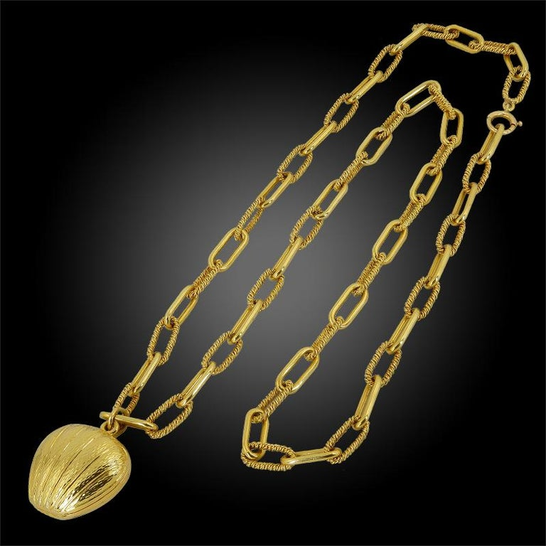 Women's or Men's Van Cleef & Arpels Heart Pendant Link Necklace For Sale