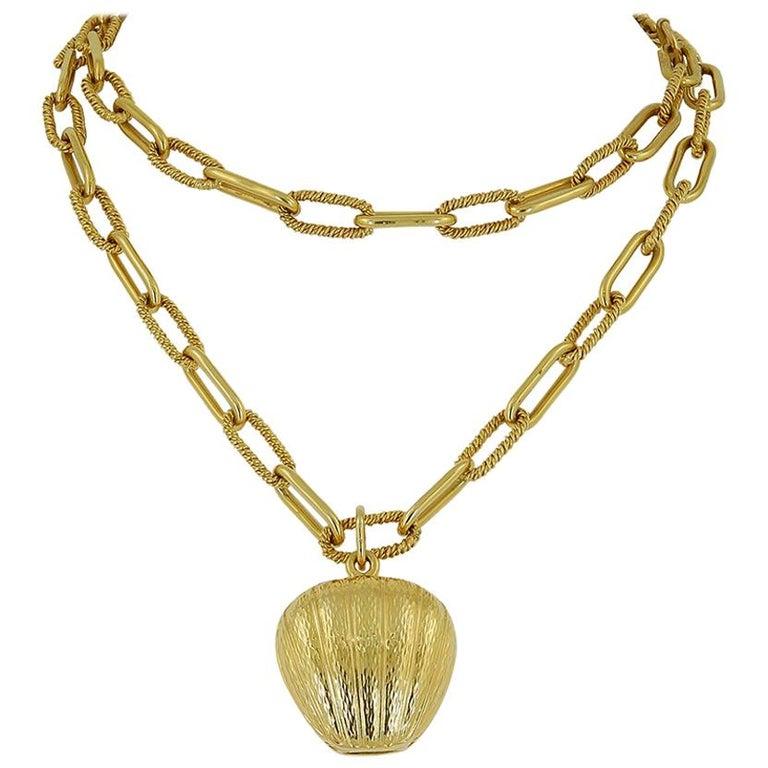 Van Cleef & Arpels Heart Pendant Link Necklace For Sale