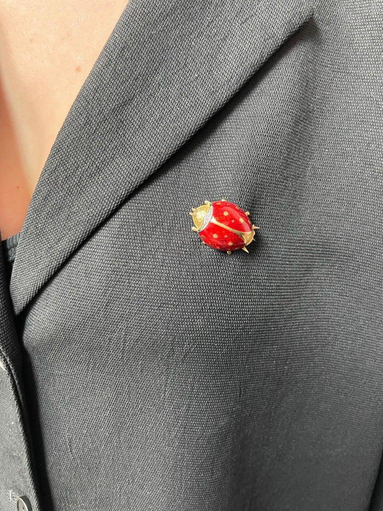 Van Cleef & Arpels Ladybug Brooch Pin with Diamonds, 18 Karat Yellow Gold For Sale 1