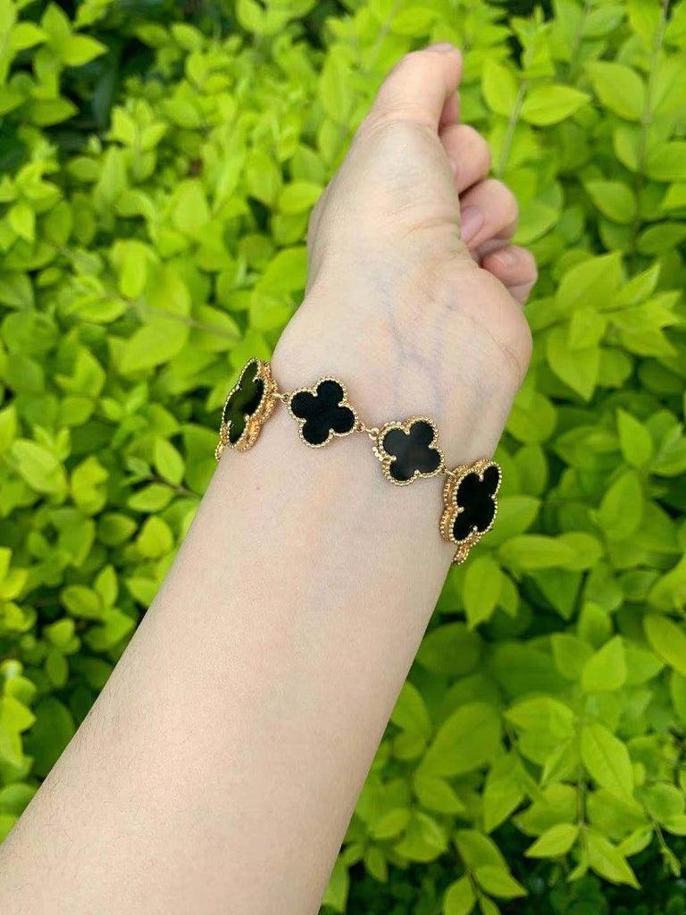Women's or Men's Van Cleef & Arpels Lady's Black Onyx 18k Yellow Gold Alhambra Watch For Sale