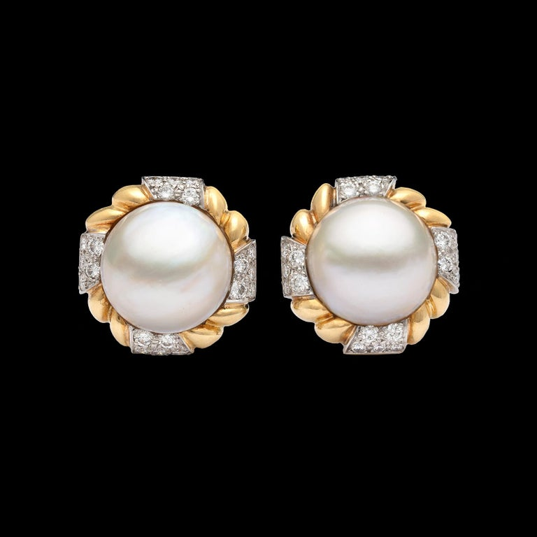 Van Cleef & Arpels Mabé Pearl and Diamond Ear Clips In Excellent Condition For Sale In San Francisco, CA