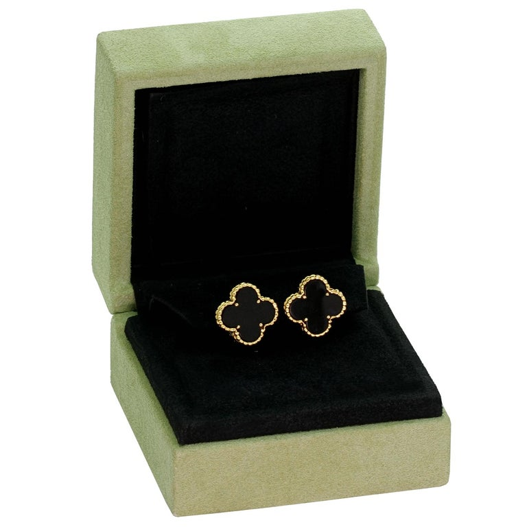 Van Cleef & Arpels Vintage Alhambra Black Onyx Yellow Gold Earrings In Excellent Condition For Sale In New York, NY