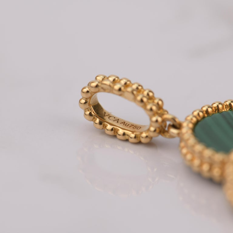 Women's or Men's Van Cleef & Arpels Magic Alhambra Malachite Yellow Gold Pendant Long Necklace For Sale