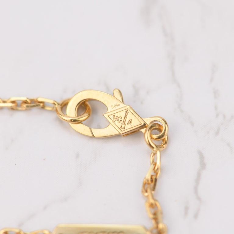 Van Cleef & Arpels Magic Alhambra Malachite Yellow Gold Pendant Long Necklace For Sale 2