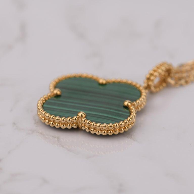 Van Cleef & Arpels Magic Alhambra Malachite Yellow Gold Pendant Long Necklace For Sale 3