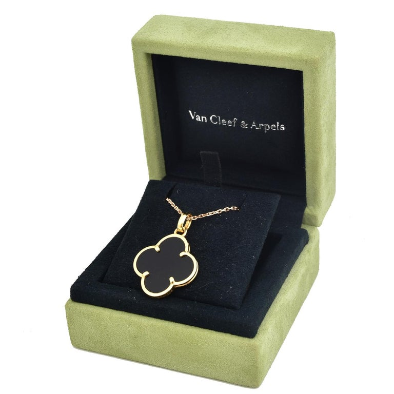 Van Cleef & Arpels Magic Alhambra Onyx Pendant in 18 Karat Yellow Gold In Excellent Condition For Sale In Miami, FL