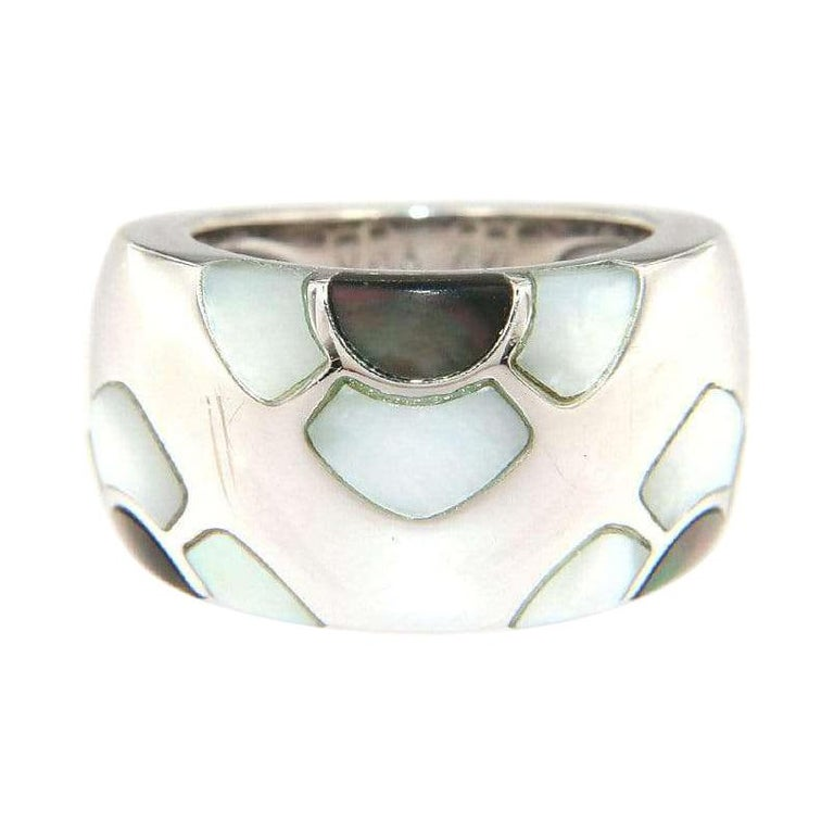 Van Cleef & Arpels Marqueterie Mother of Pearl Floral Ring in 18K For Sale