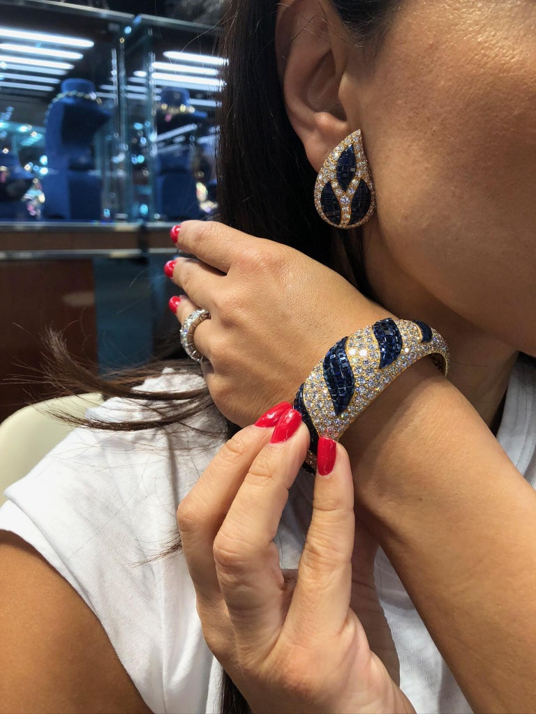 Van Cleef & Arpels Mystery-Set Sapphire, Diamond Bangle and Ear Clips For Sale 1