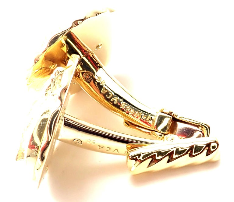 Van Cleef & Arpels Panther Panthere Yellow Gold Cufflinks For Sale 3