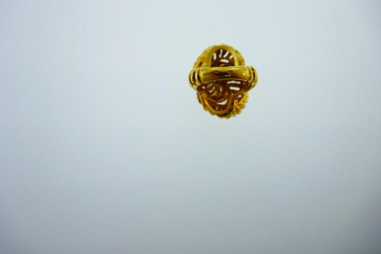 Women's or Men's Van Cleef & Arpels Paris 18k Hammered Yellow Gold Knot Ring Vintage, circa 1980s