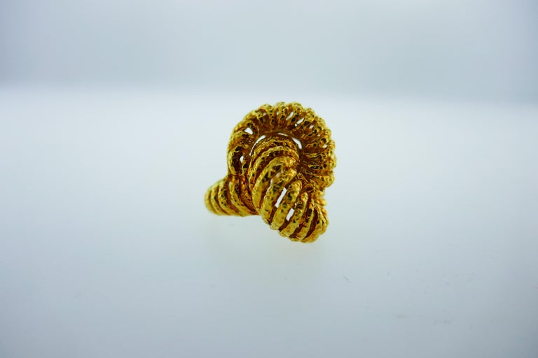 Van Cleef & Arpels Paris 18k Hammered Yellow Gold Knot Ring Vintage, circa 1980s 1