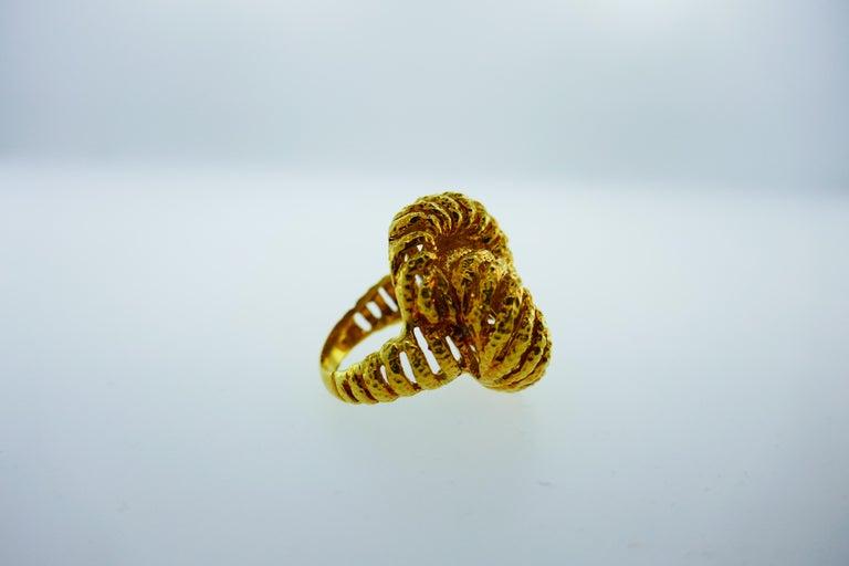 Van Cleef & Arpels Paris 18k Hammered Yellow Gold Knot Ring Vintage, circa 1980s 2
