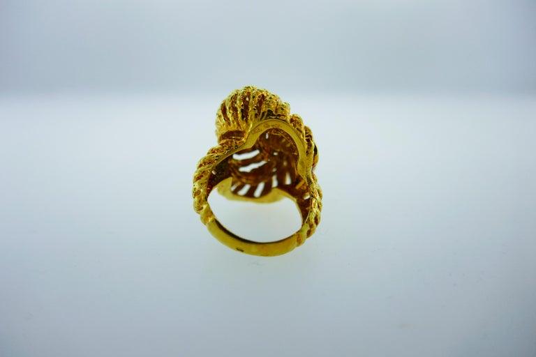 Van Cleef & Arpels Paris 18k Hammered Yellow Gold Knot Ring Vintage, circa 1980s 3