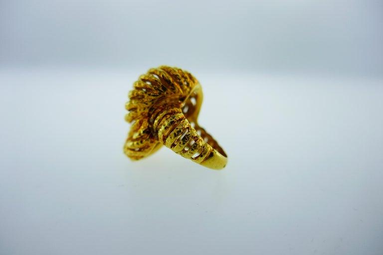 Van Cleef & Arpels Paris 18k Hammered Yellow Gold Knot Ring Vintage, circa 1980s 4