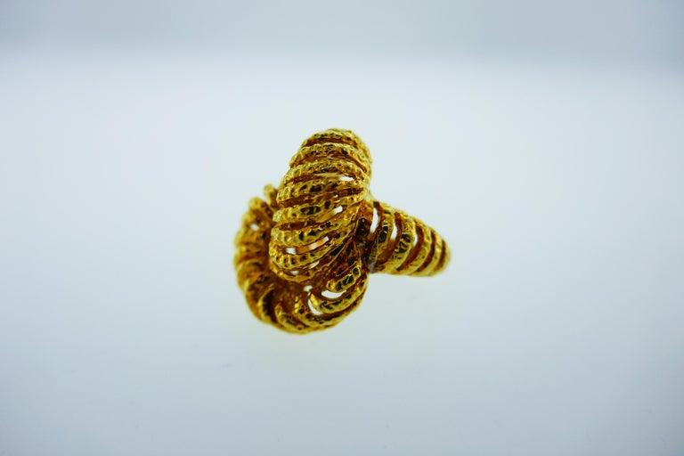 Van Cleef & Arpels Paris 18k Hammered Yellow Gold Knot Ring Vintage, circa 1980s 5