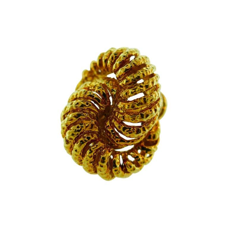 Van Cleef & Arpels Paris 18k Hammered Yellow Gold Knot Ring Vintage, circa 1980s