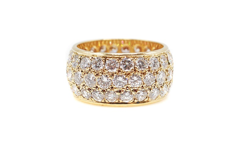 Round Cut Van Cleef & Arpels Paris Diamond Yellow Gold Eternity Band For Sale