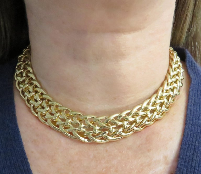 Van Cleef & Arpels, Paris Yellow Gold Collar Necklace In Good Condition For Sale In Miami, FL