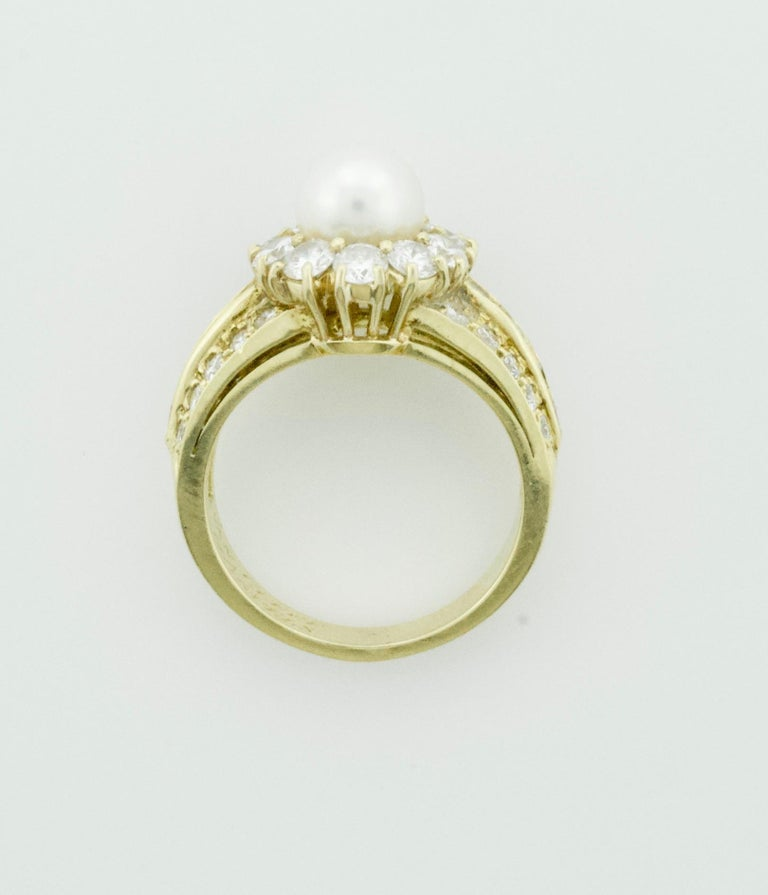 Round Cut Van Cleef & Arpels Pearl and Diamond Ring in 18 Karat Yellow Gold For Sale