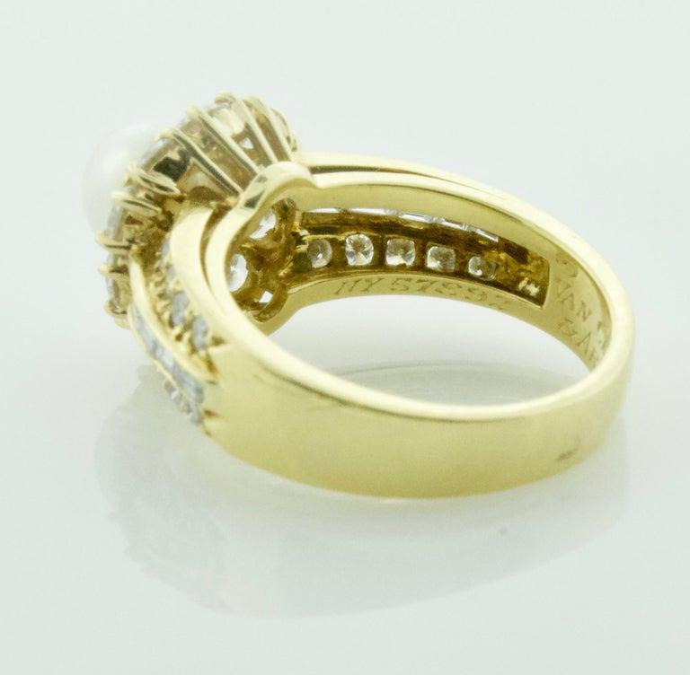 Women's or Men's Van Cleef & Arpels Pearl and Diamond Ring in 18 Karat Yellow Gold For Sale