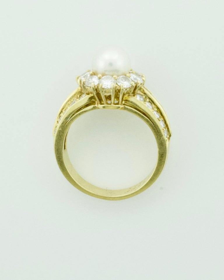 Van Cleef & Arpels Pearl and Diamond Ring in 18 Karat Yellow Gold For Sale 1