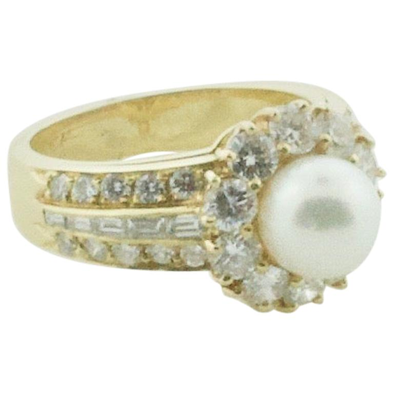 Van Cleef & Arpels Pearl and Diamond Ring in 18 Karat Yellow Gold For Sale