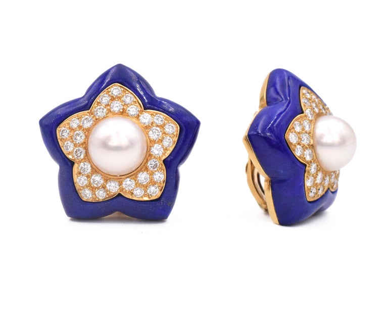 Van Cleef & Arpels pearl, diamond and lapis star earclip earrings in 18k yellow gold. The center of the earrings set with 9.5mm round white cultured pearl, surrounded by a gold star shape plate pave set with approximately 2ct of round brilliant cut