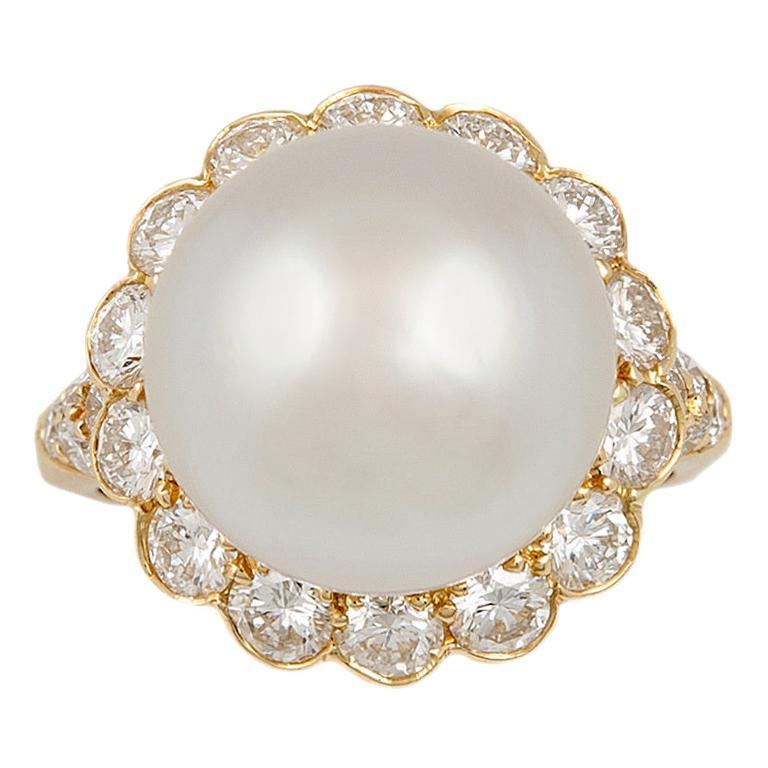 Van Cleef & Arpels Pearl Diamond Yellow Gold Ring