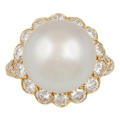 Van Cleef & Arpels Pearl Diamond Yellow Gold Ring