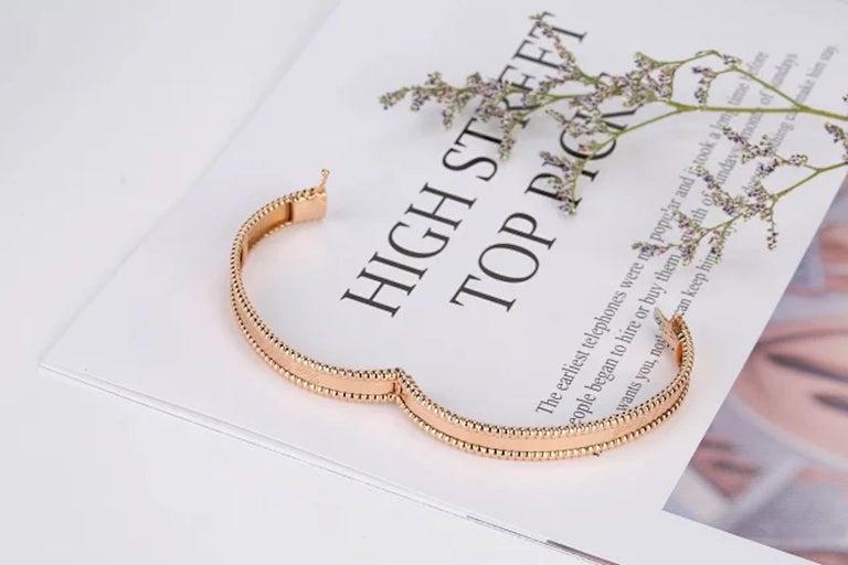 Van Cleef & Arpels Perlée Bangle Bracelet Medium Size In Excellent Condition For Sale In Banbury, GB